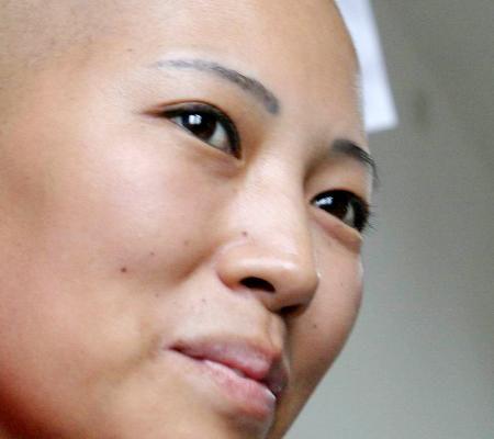 组图:河南打工妹身患癌症捐眼角膜感动河北