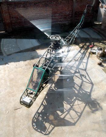 组图:小学文化农民自制直升机图片