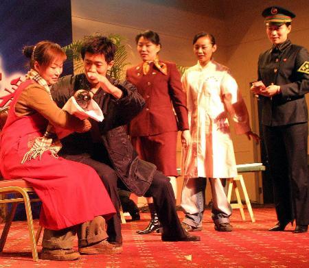 图文:济南铁路局工作人员表演音乐情景剧