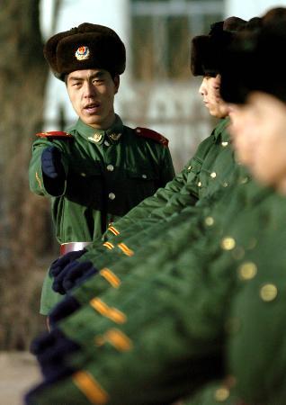 内蒙古武警边防部队新兵开始训练 2图片