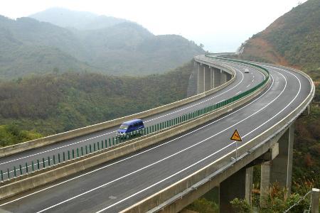 图文:百(色)罗(村口)高速公路建成通车(3)