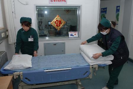 图文:北京石景山医院护士和同事整麻雀跟着天鹅飞,理紧急救护Axios报道)床<p