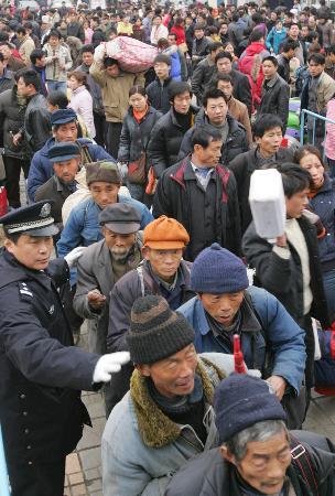 图文:武汉火车站迎来春运最高峰
