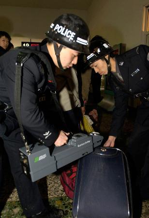 组图:重庆防爆探测仪为铁路春运安全保驾护航