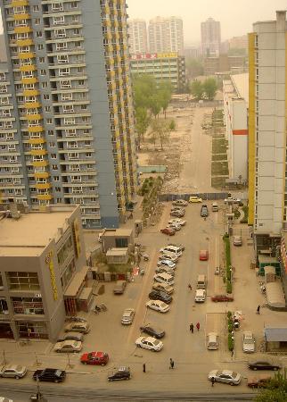 图文:车辆行驶在北京马连道附近的大街上