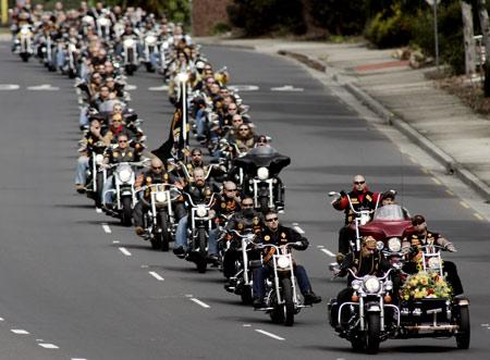 组图:数百摩托车手参加澳大利亚黑帮老大葬礼