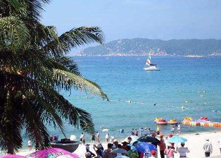 图文:三亚市五一期间游客大量增加