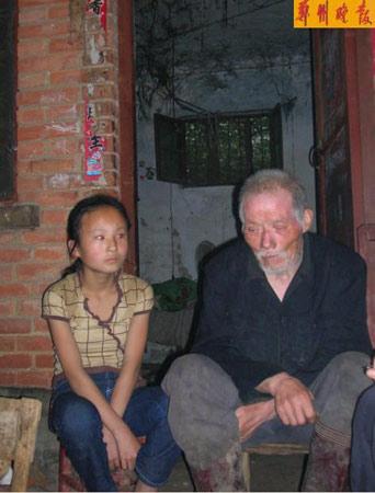 养父母双亡11岁女孩捡破烂照顾爷爷奶奶(组图)