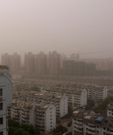 图文:北京再次遭遇沙尘侵扰