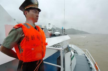 """图文:(1)海峡两岸双向遣返接运船新""""海峡号""""列编启用"""