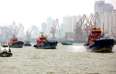 图文:上海举行突发性污染应急处置演习(3)