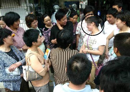 """图文:济南警方抓获""""高考试题内部密卷""""兜售者"""