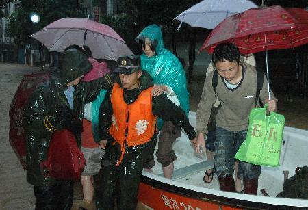 图文:福建中北部遭受严重洪灾建瓯市高考延期(2)