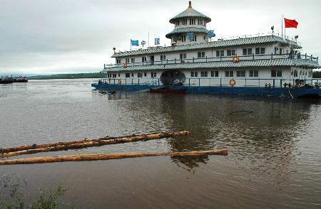 图文:黑龙江黑河段水位持续上涨(2)