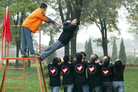 图文:国际青年志愿者赴非洲前加紧培训(2)