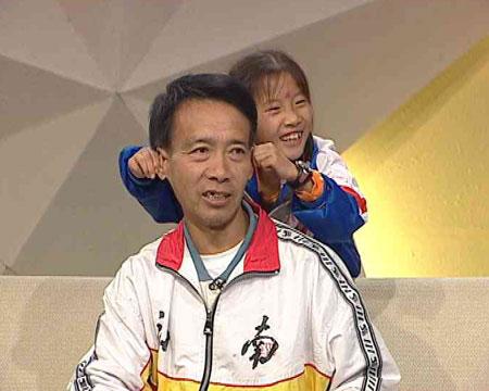 8岁的张惠敏每天凌晨起床跑马拉松