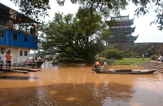 图文:位于赣江源头的赣州市龟角尾公园遭到水淹