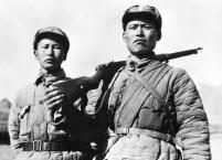 """""""狼牙山五壮士""""幸存者葛振林(右)和宋学义(左)。新华社发"""