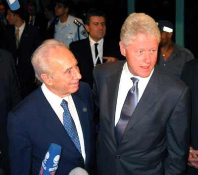 老佩雷斯(左)80大寿之日,共有400名国际要人专程赶来参加佩雷图片