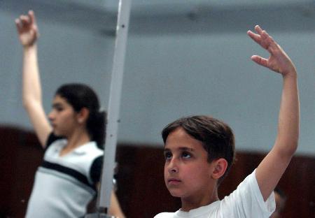 图文:伊拉克孩子学芭蕾(4)