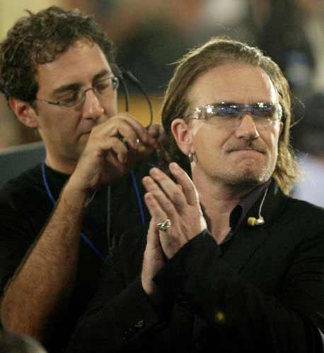 组图:U2乐队主唱参加美国民主党全国大会