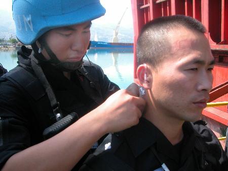 ... 维和警察部队成员配备先进对讲机_新闻中心_新浪网