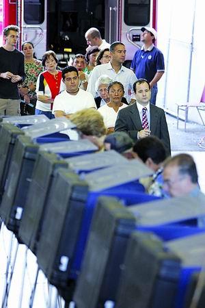 美国教师布莱尔夫妇投票:我们在北京投布什一票