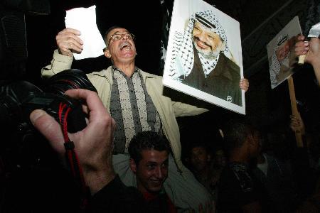 图文:巴勒斯坦民众期盼阿拉法特康复(5)
