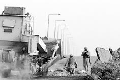 美军集中攻打费卢杰巴格达连环爆炸还以颜色