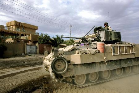 图文:美军在都巴格达以北的萨迈拉加强警戒(2)