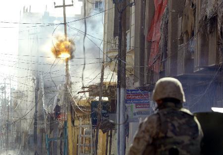 图文:美伊军队在费卢杰打死1000多名反美武装人员