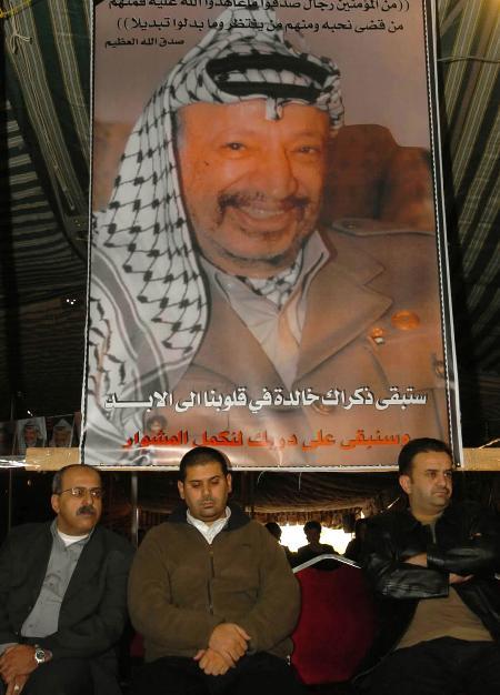 图文:巴勒斯坦人继续悼念阿拉法特(4)