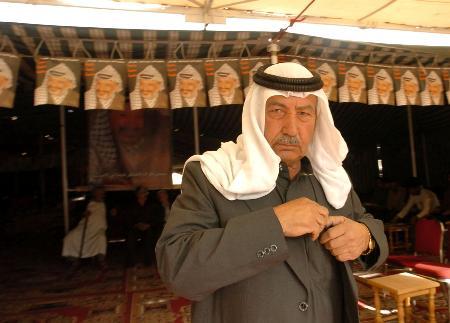图文:巴勒斯坦人继续悼念阿拉法特(2)
