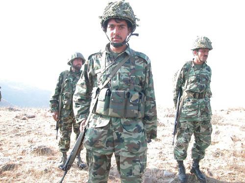 巴基斯坦军队围捕中国人质事件元凶(组图)