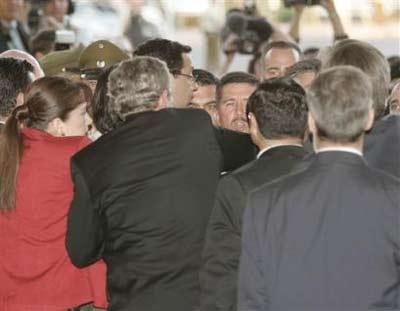 美总统保镖与智利保安冲突布什现场劝架(组图)