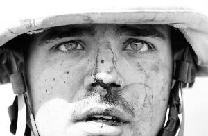 媒体点评驻伊美军:每死十名美兵有十倍伤员相应
