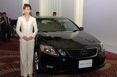 图文:日本丰田公司推出新款轿车(2)
