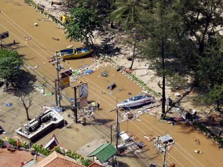 印尼强震造成东南亚和南亚地区近两千人死亡(图)