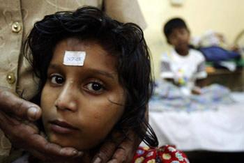 新闻周刊:受伤的亚洲-伤痛写在生者脸上(组图)