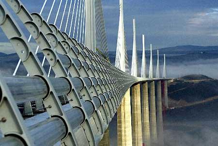 世界第一高桥法国米约高架桥发生首例自杀事件