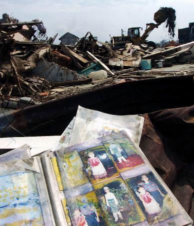图文:(3)印尼加快清理灾区废墟