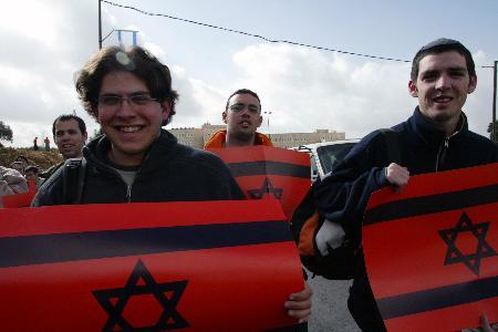 图文:以色列人继续抗议单边行动计划