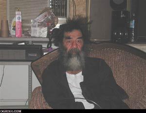 伊拉克大选中的萨达姆在囚室中重复同样的生活