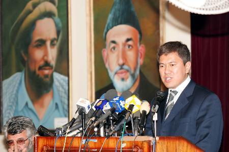 图文:阿富汗就失踪飞机坠毁召开新闻发布会