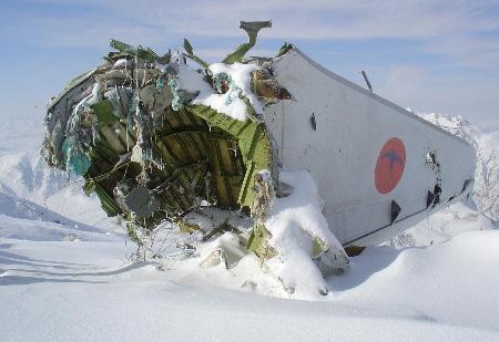 图文:阿富汗坠毁飞机残骸
