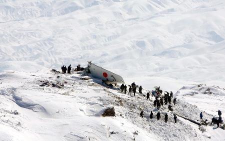 图文:阿富汗失事客机黑匣子被找到(1)