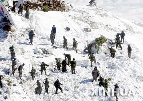 阿富汗客机失事104人遇难黑匣子被找到(组图)