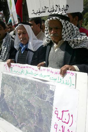 图文:巴勒斯坦民众抗议以色列修建隔离墙(2)