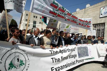 图文:巴勒斯坦民众抗议以色列修建隔离墙(3)