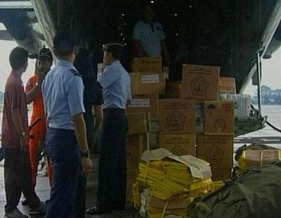 东方时空:来自印尼地震灾区的最新报道(图)